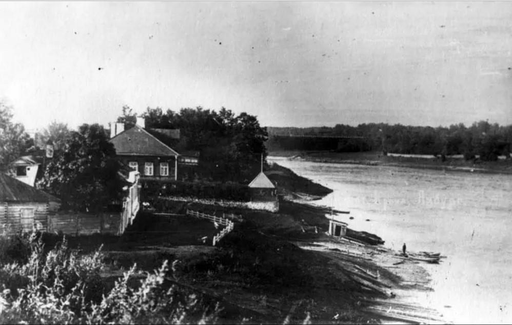 Правый берег р.Луги рядом с собором Св. вмч.Екатерины