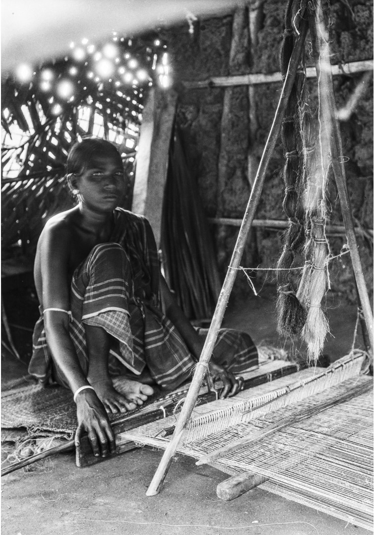 434. Женщина за ткацким станком