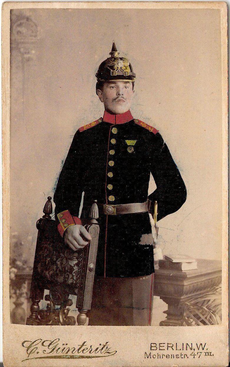 Coloriertes-CDV-photo-Soldat-mit-Pickelhaube-Orden.jpg