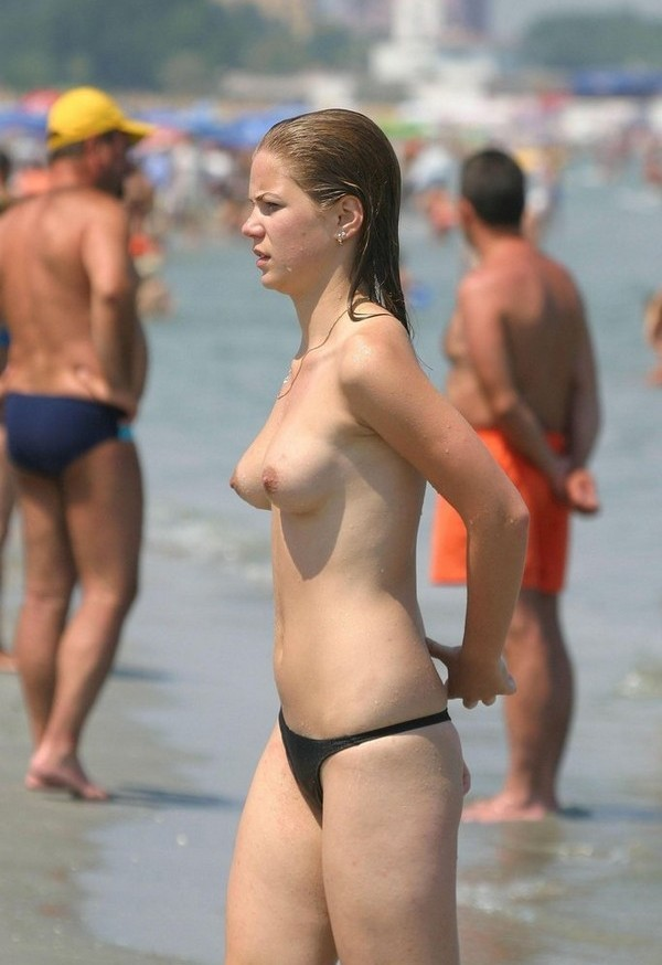 Voyeur Beach Photos, HD Beach Spy Videos, Topless - Nude.