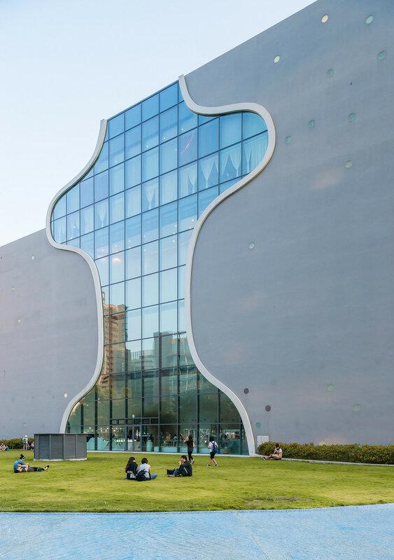 Окна в виде песочных часов и другая архитектурная органика в здании оперного театра на Тайване