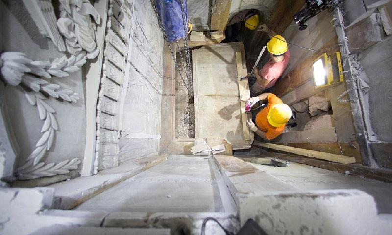 Впервые с 1555 года ученые вскрыли гроб Христа. Вот что они там нашли… (13 фото)