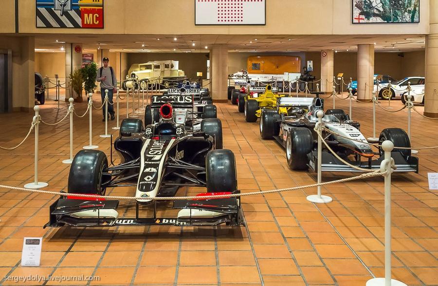 42. Треть музея занимают спортивные машины.