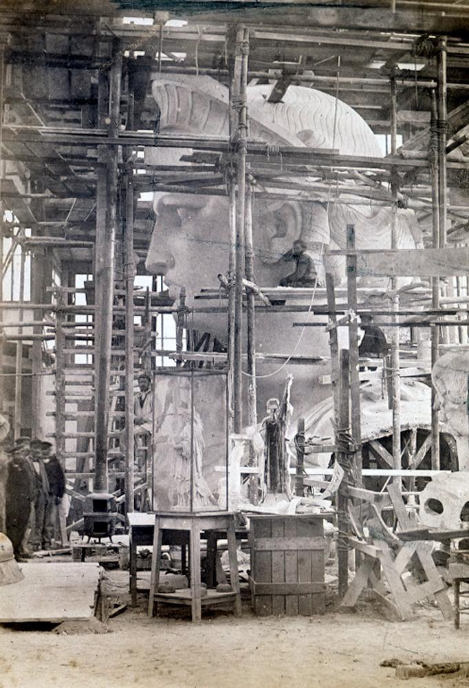 5. Работа по созданию статуи в мастерской скульптора Фредерика Огюста Бартольди в Париже, 1880 год.