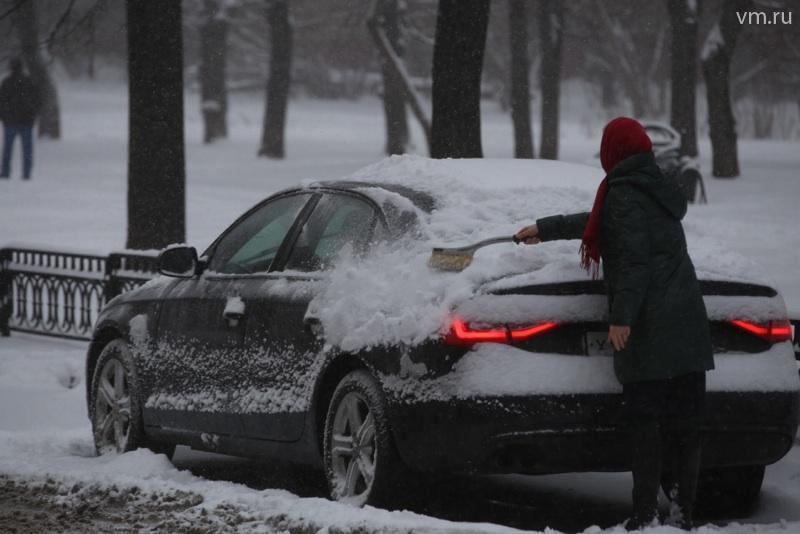 Снегопад осложнил транспортную ситуацию на трассах столицы