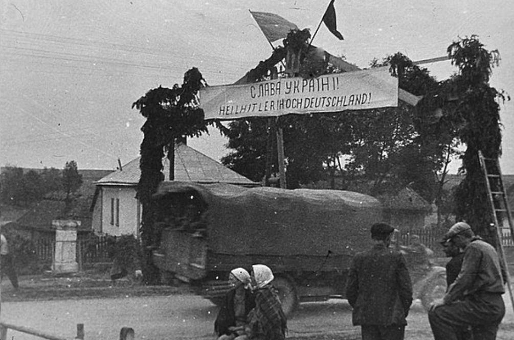 Ukraine welcomes Hitler.jpg