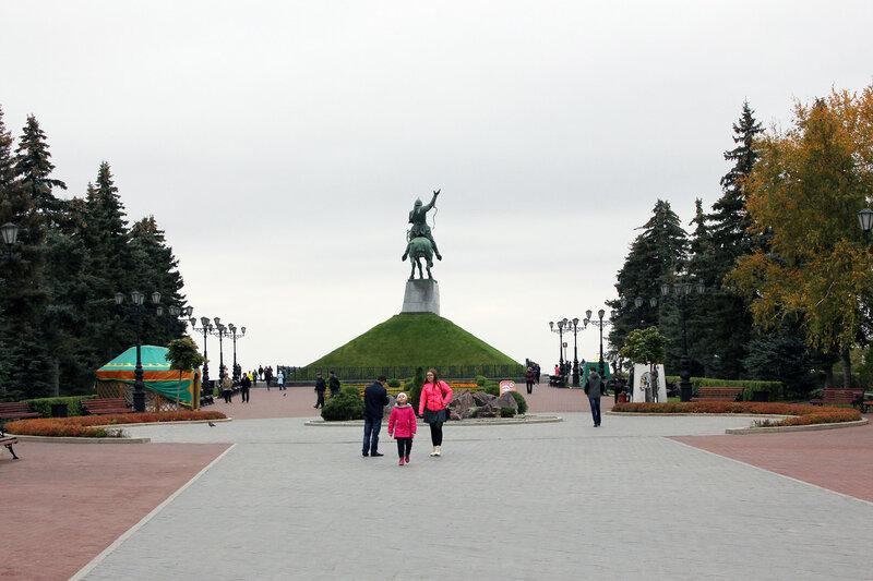 Памятник Салавату Юлаеву и площадь