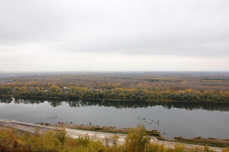 Вид на лес и реку Белая у смотровой площадки у Салавата Юлаева