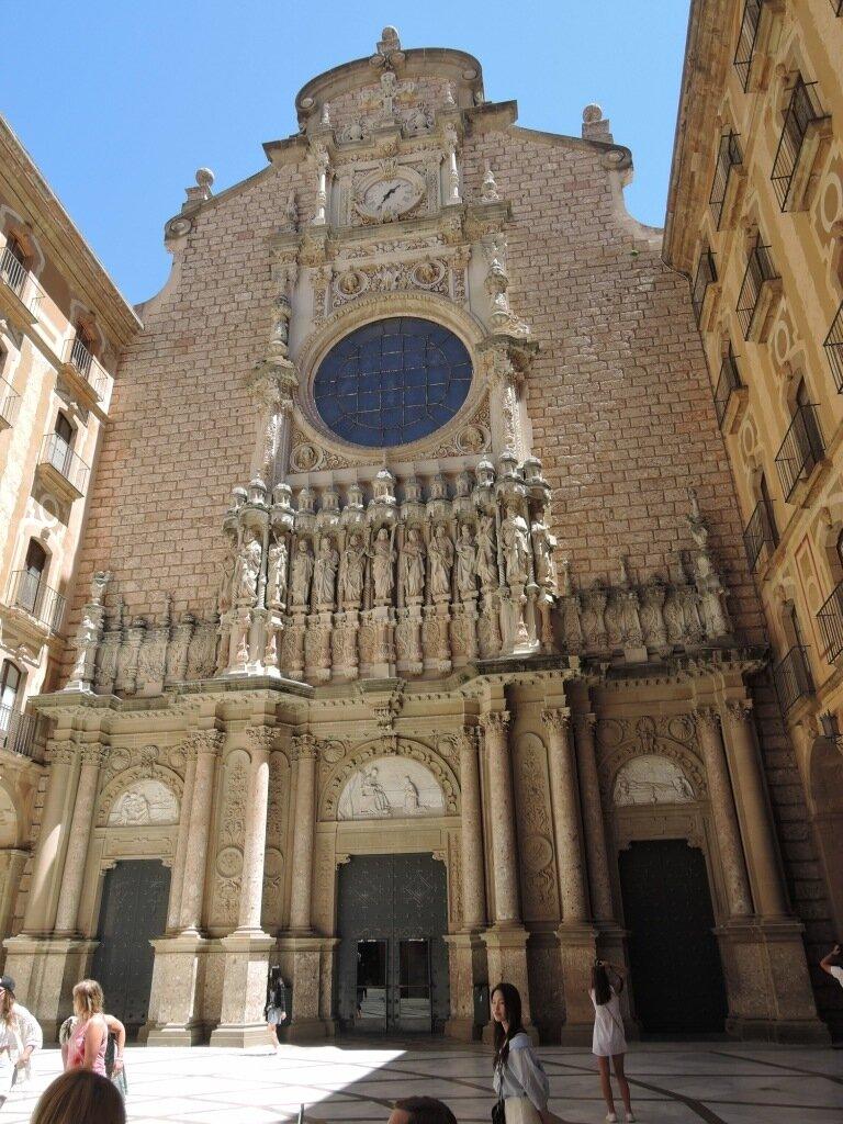 Базилика монастыря Монсеррат под Барселоной