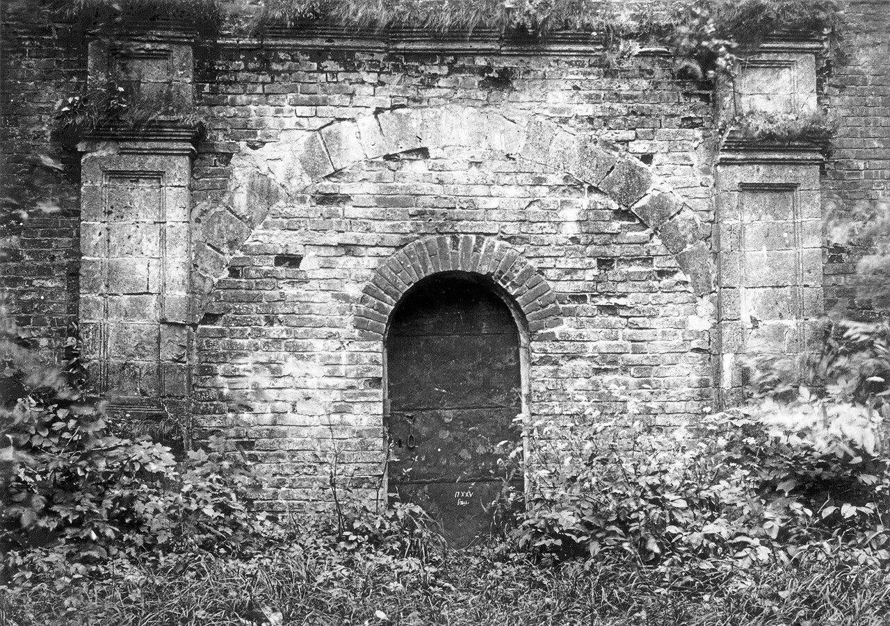 Заложенные Копытецкие ворота со стороны Лопатинского сада. 1912