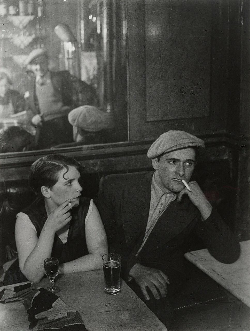 1931. Пара в баре, улица Сен-Дени