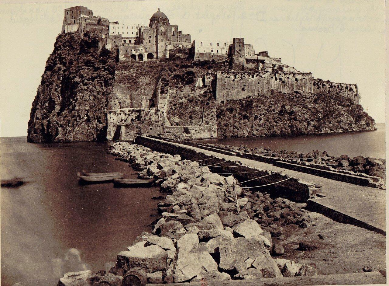 80. Окрестности Неаполя. Остров Искья. Замок построен в 1450 году Альфонсо V Арагонским