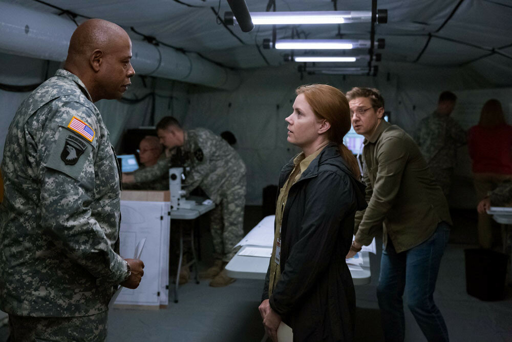 Colonel Weber (Forest Whitaker), Louise Banks (Amy Adams) and Ian Donnelly (Jeremy Renner) in ARRIVAL