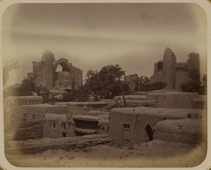 1870_1872 Medrese Bibi-Khanym Obshchii vid medrese s iugo-vostoka 13872v.jpg