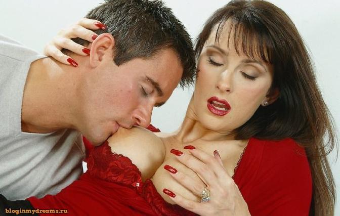 Как правильно целовать и ласкать соски женщине фото 109-454