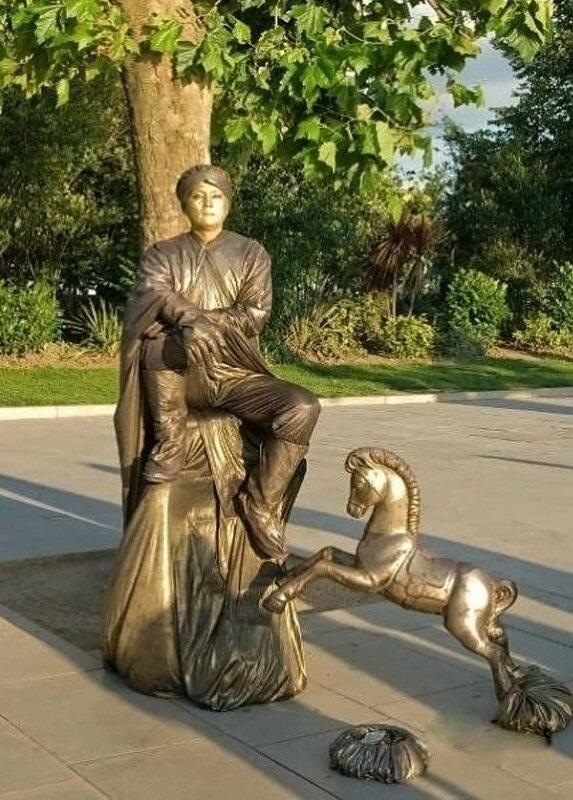 Живые статуи: классные фотографии людей, которые изображают памятники на улице