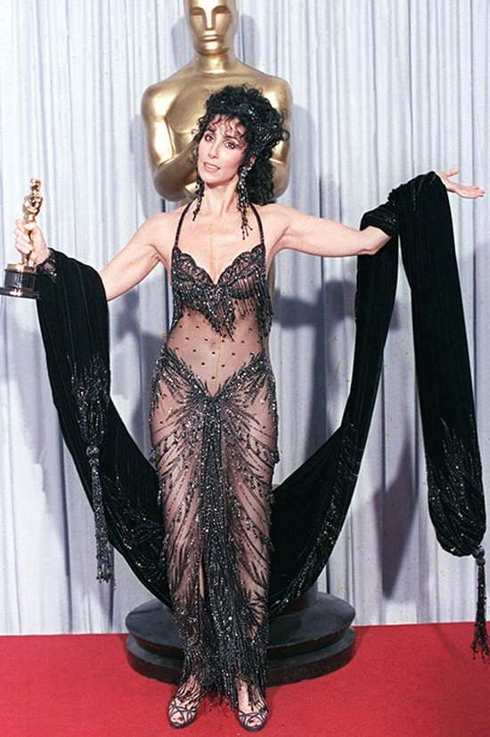 6. Шер, 1988 год В конце 1980-х амбассадором «голых» платьев стала главная на тот момент королева эп