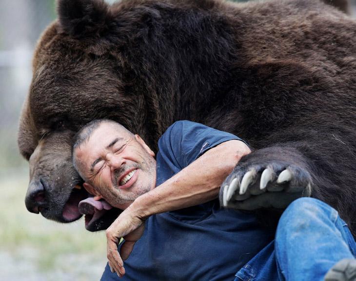 «Медведь будет играть с вами весь день, если у вас есть время.»