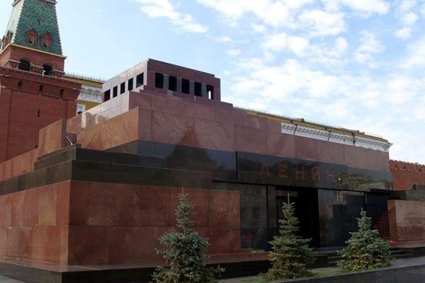 Не просто всеми признанный шедевр, но главный храм советской религии не случайно спроектирован з