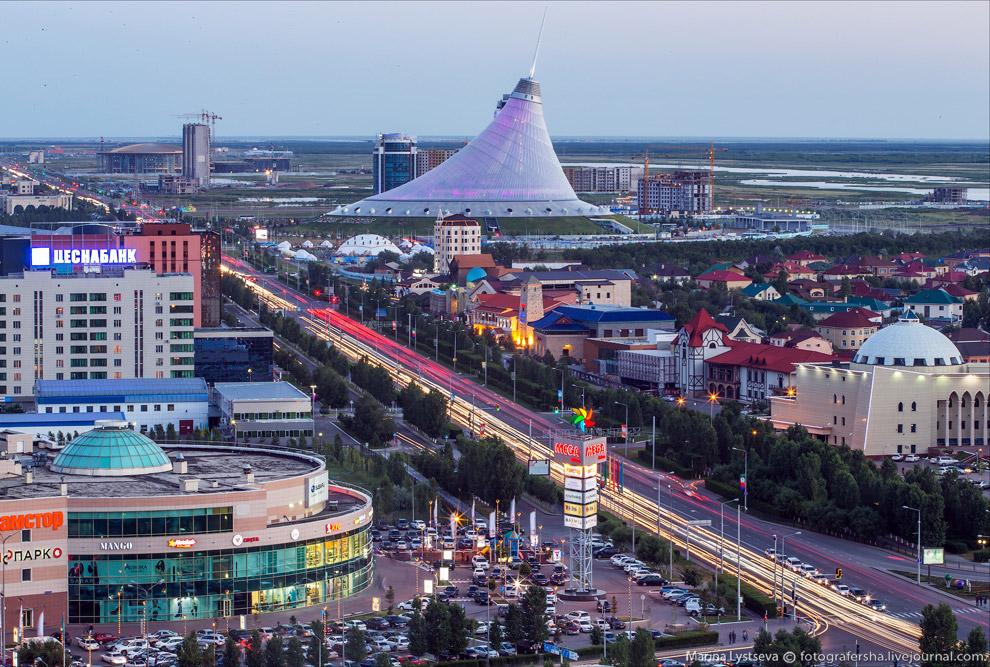 13. Торгово-развлекательный центр «Хан Шатыр».