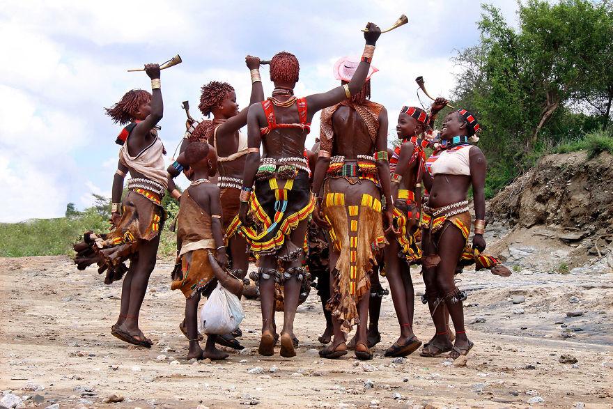 Ритуальный танец племени хамер, Эфиопия.