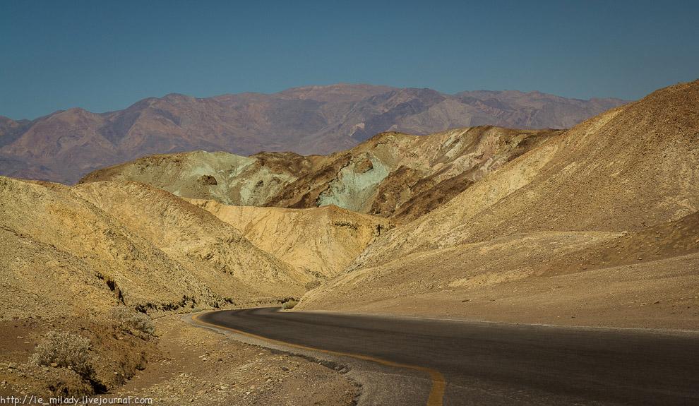 10. Окрас гор вызван различными оксидами и солями. Например, железо придаёт розовый, жёлтый и в