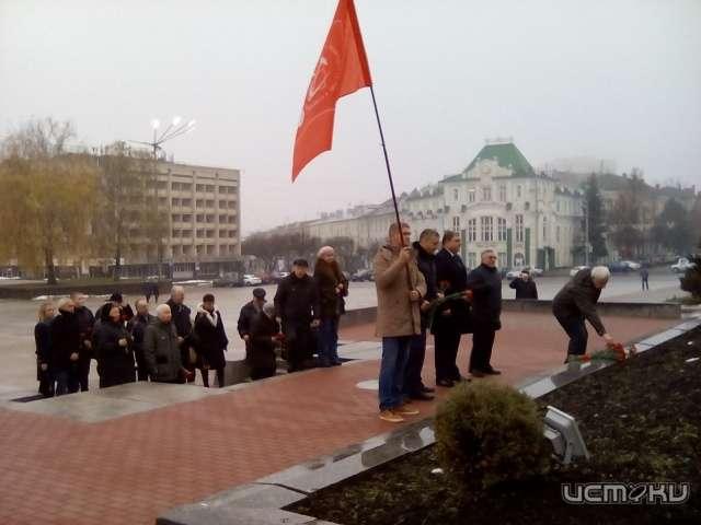 ВМинске возложили цветы к монументу Ленину