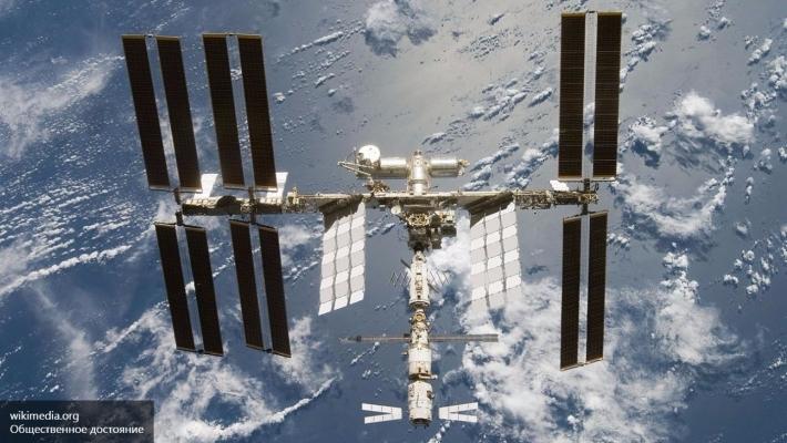 Космонавты МКС показали, как пить кофе вневесомости