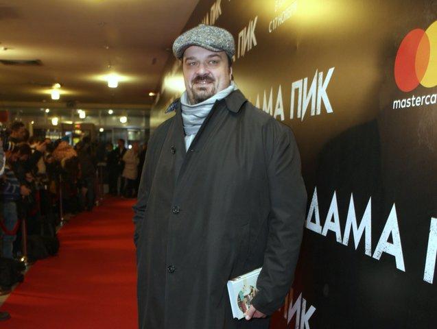 Комментатор Василий Уткин снялся вклипе «Человек-говно»