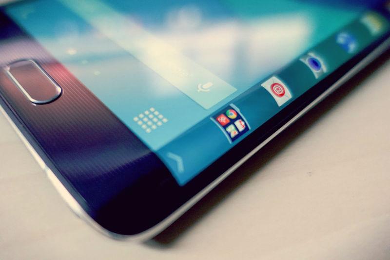 Xiaomi работает над «убийцей» LGGFlex сизогнутым повертикали экраном