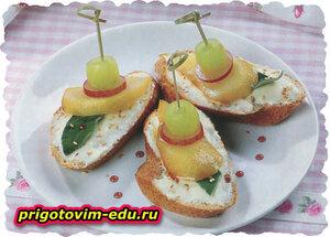 Тосты с сыром и грушами