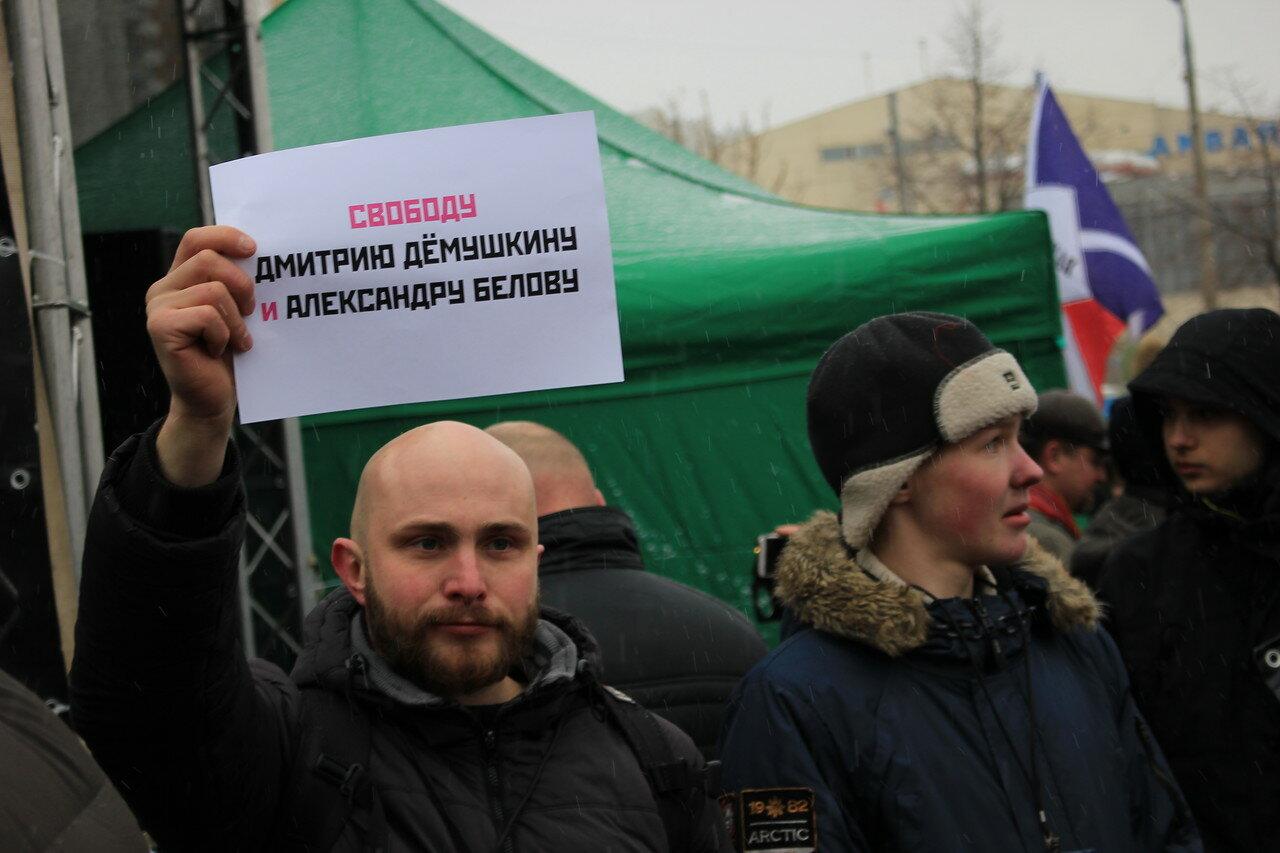 Баннера с требованием свободы Демушкину и Белову-Поткину