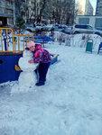 Моя дочка в садике и со снеговиком