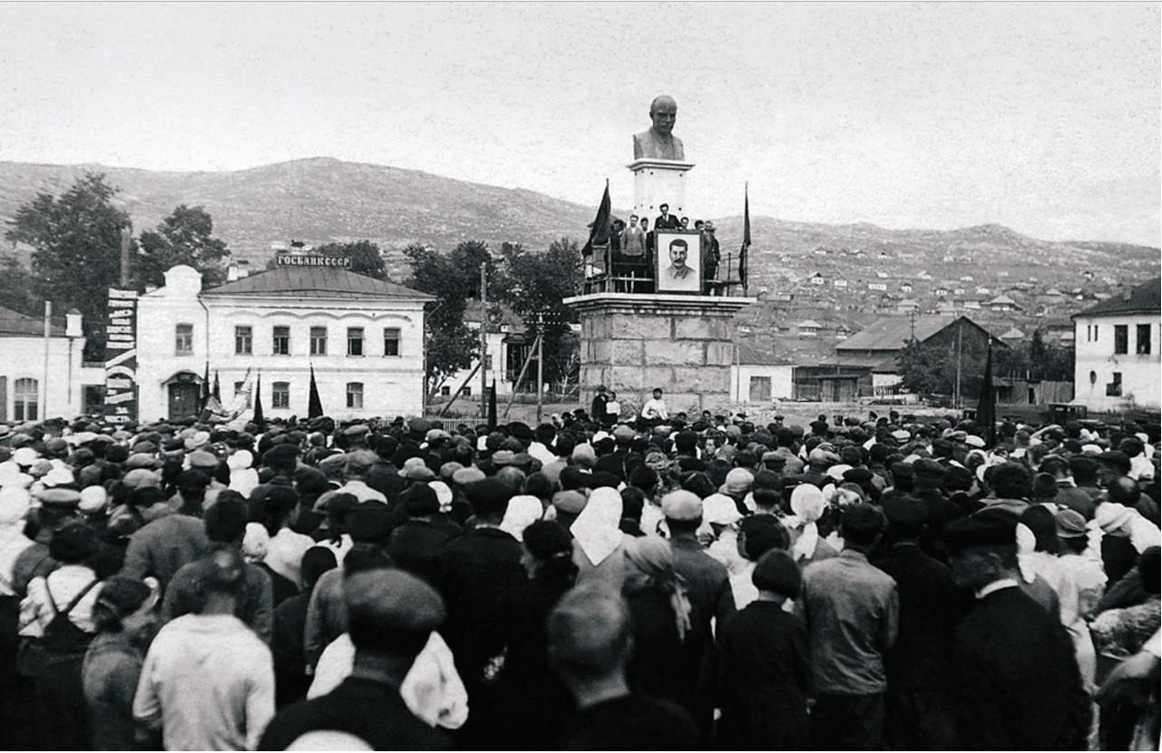 Миасс. Митинг по поводу нападения фашистской Германии на Советский Союз. 22 июня 1941