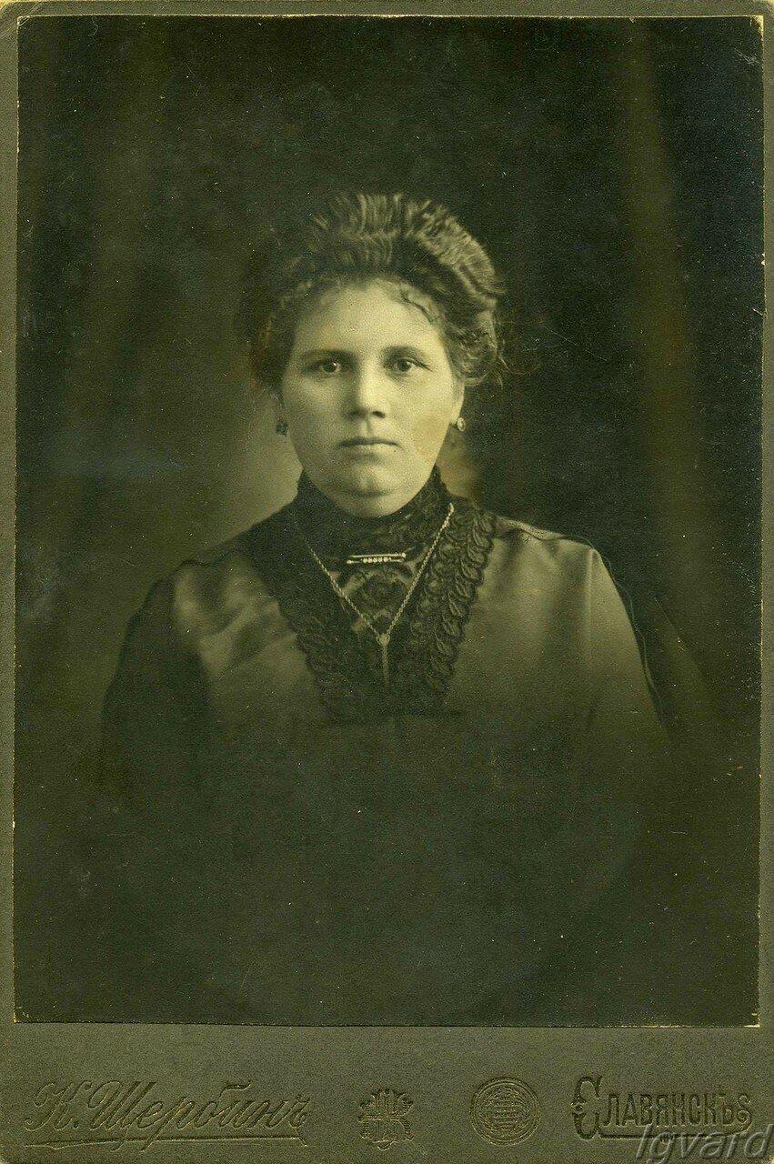 Мария Степановна Николаева (Легуш). В свое время известный в Славянске врач-венеролог