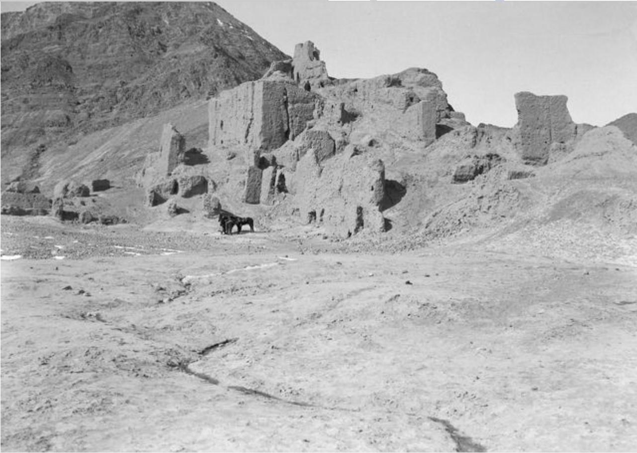 Руины в устье реки Кызыл-Дарья. Вид с юго-запада