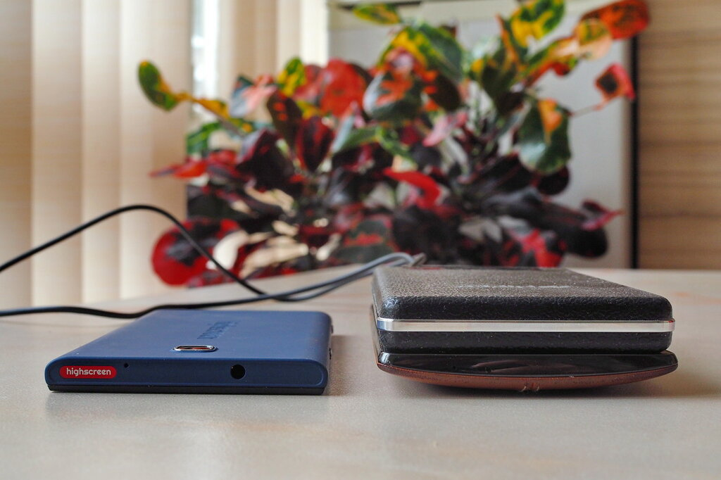 Самый красивый баттл смартфонов: российский флагман vs корейский PB051615.JPG