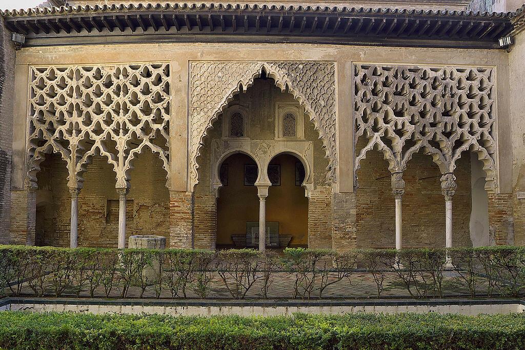Patio_del_Yeso_(Pórtico)._Reales_Alcázares_de_Sevilla.jpg