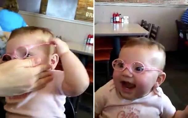 Ради таких моментов стоит жить: Малыш с плохим зрением впервые увидел своих родителей (видео)