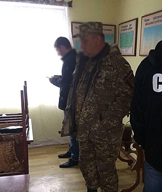 Сотрудник воинской части в Балте вымогал 400 долларов за помощь в трудоустройстве. ФОТОрепортаж