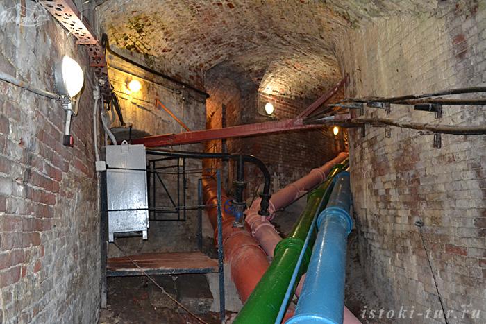 фонтанные_трубы_в_тоннеле_fontannye_truby_v_tonnele