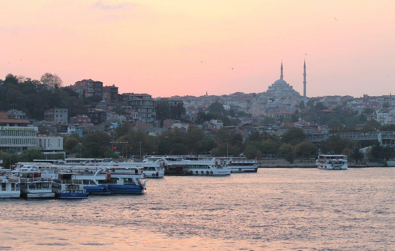 Стамбул. Залив Золотой Рог. Закат