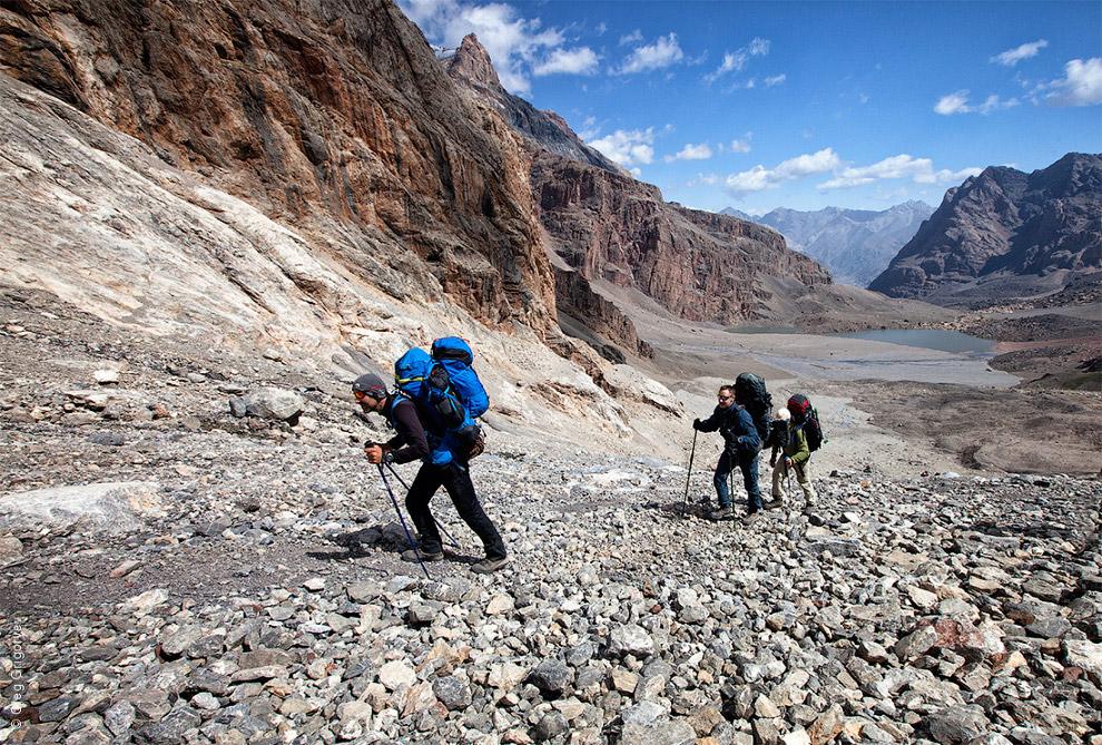15. Отражение гор в альпинистских очках.