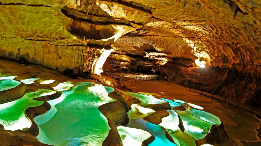 © Grotte de Saint Marcel dArdeche  Это место обнаружено еще в1836 году французским охотником.