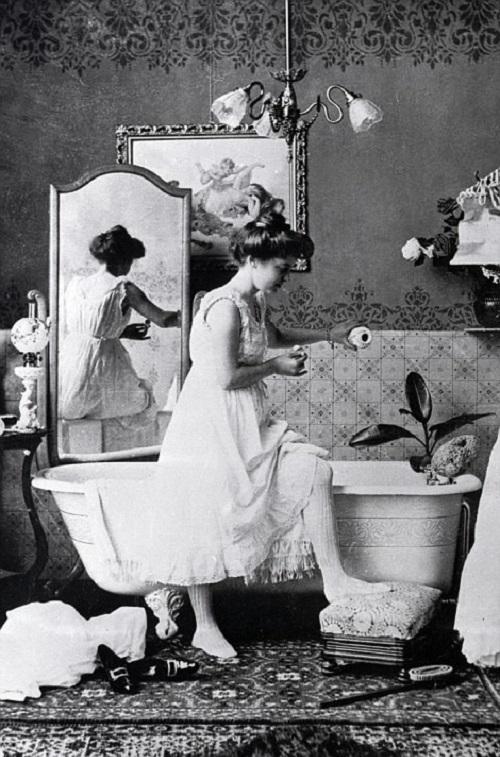 Меня, к примеру, обескуражил тот факт, что Викторианский мир считал непристойным ежедневное мытье пр