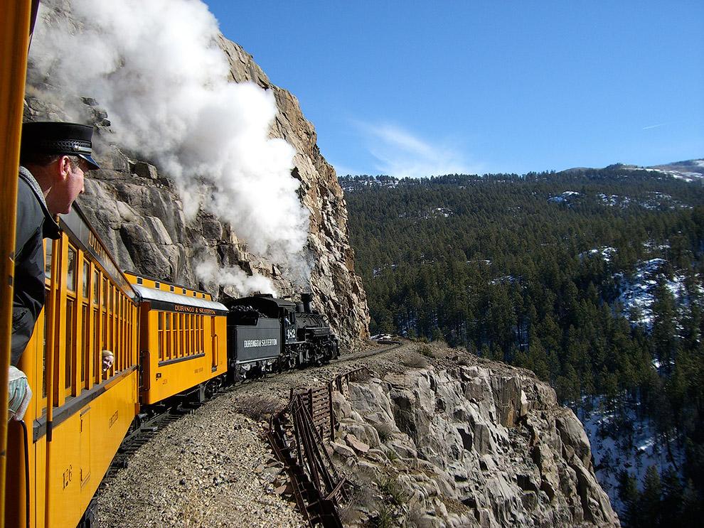 9. Путешествие можно совершить на оригинальных паровых локомотивах, сохранившиеся с 1923—
