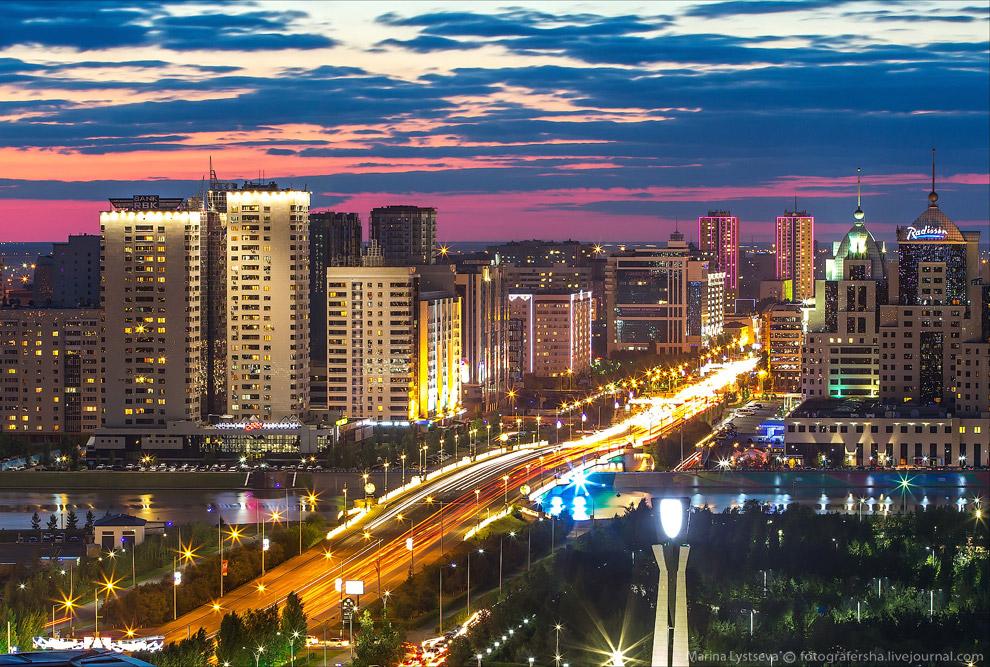 26. Мост Архар и пирамидальный Дворец Мира и Согласия в президентском парке.