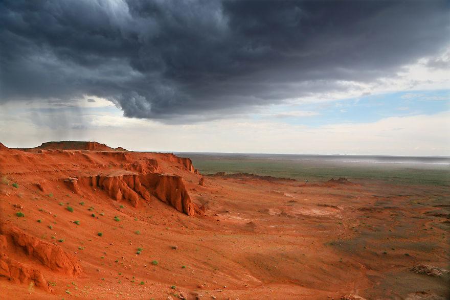 Гроза над Красной скалой, Монголия.