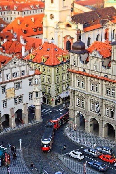 Красные черепичные крыши Праги