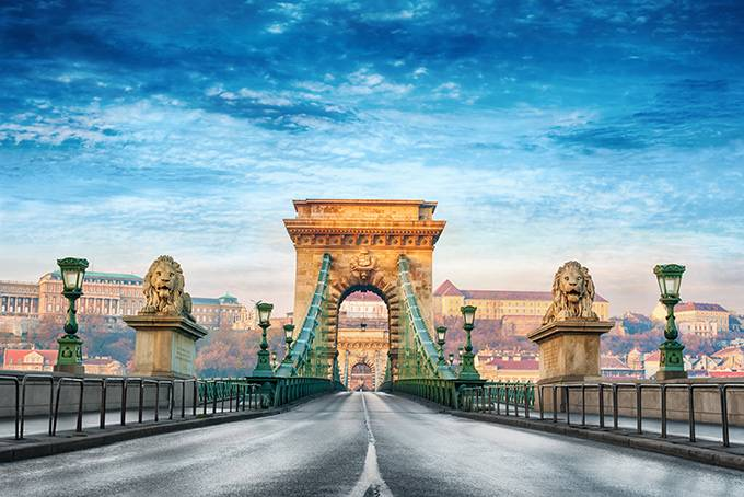 4. Отправиться в ночной круиз по Дунаю Есть примета: если загадать желание и проплыть под мостом Сеч